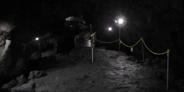 駒門風穴 -道順が分かりやすく整備されています-