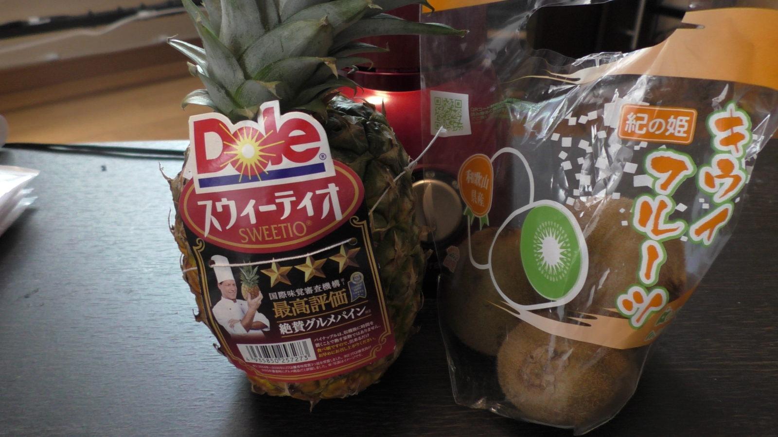 パイナップルとキウイフルーツ