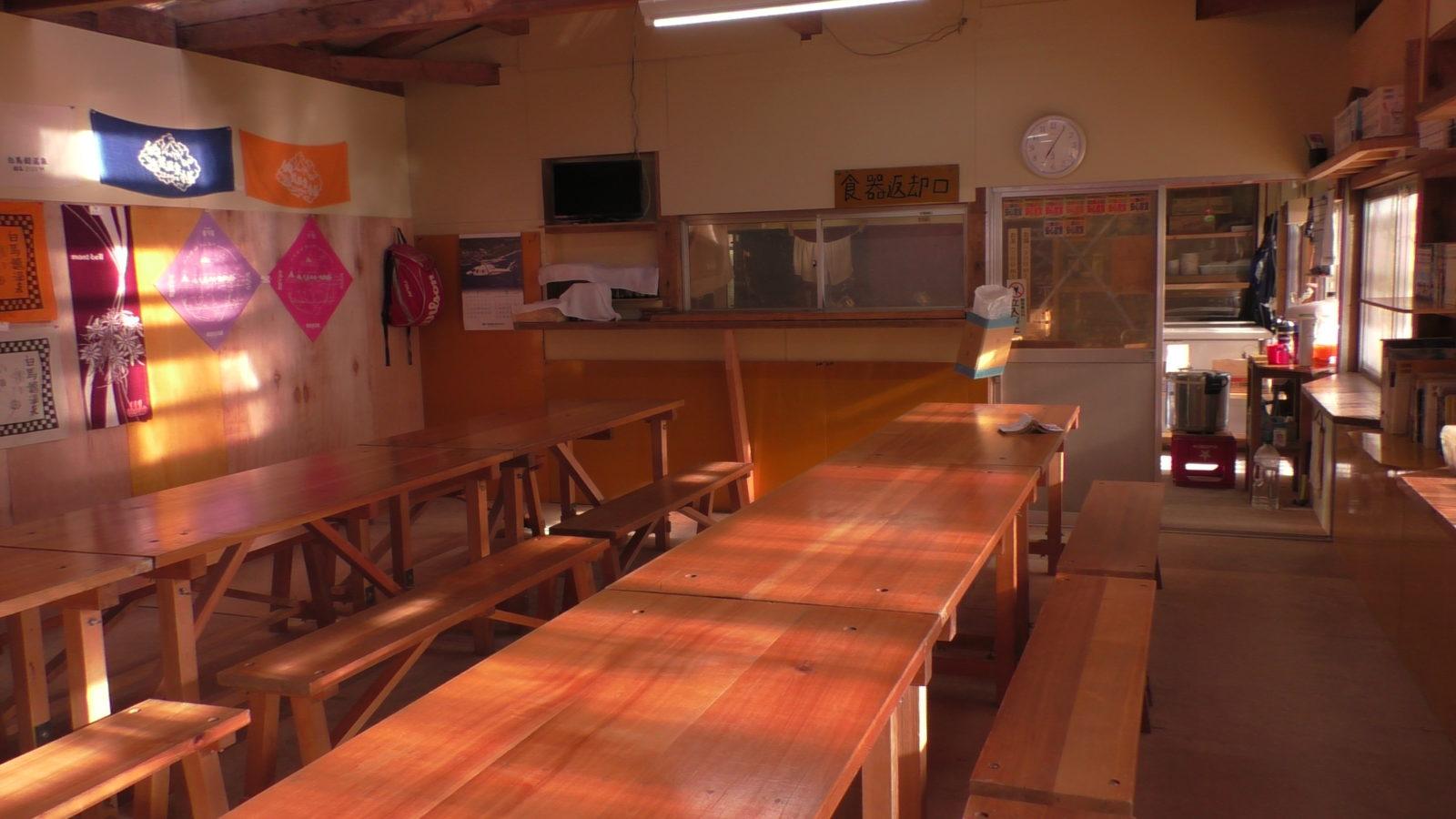 槍温泉小屋の食堂