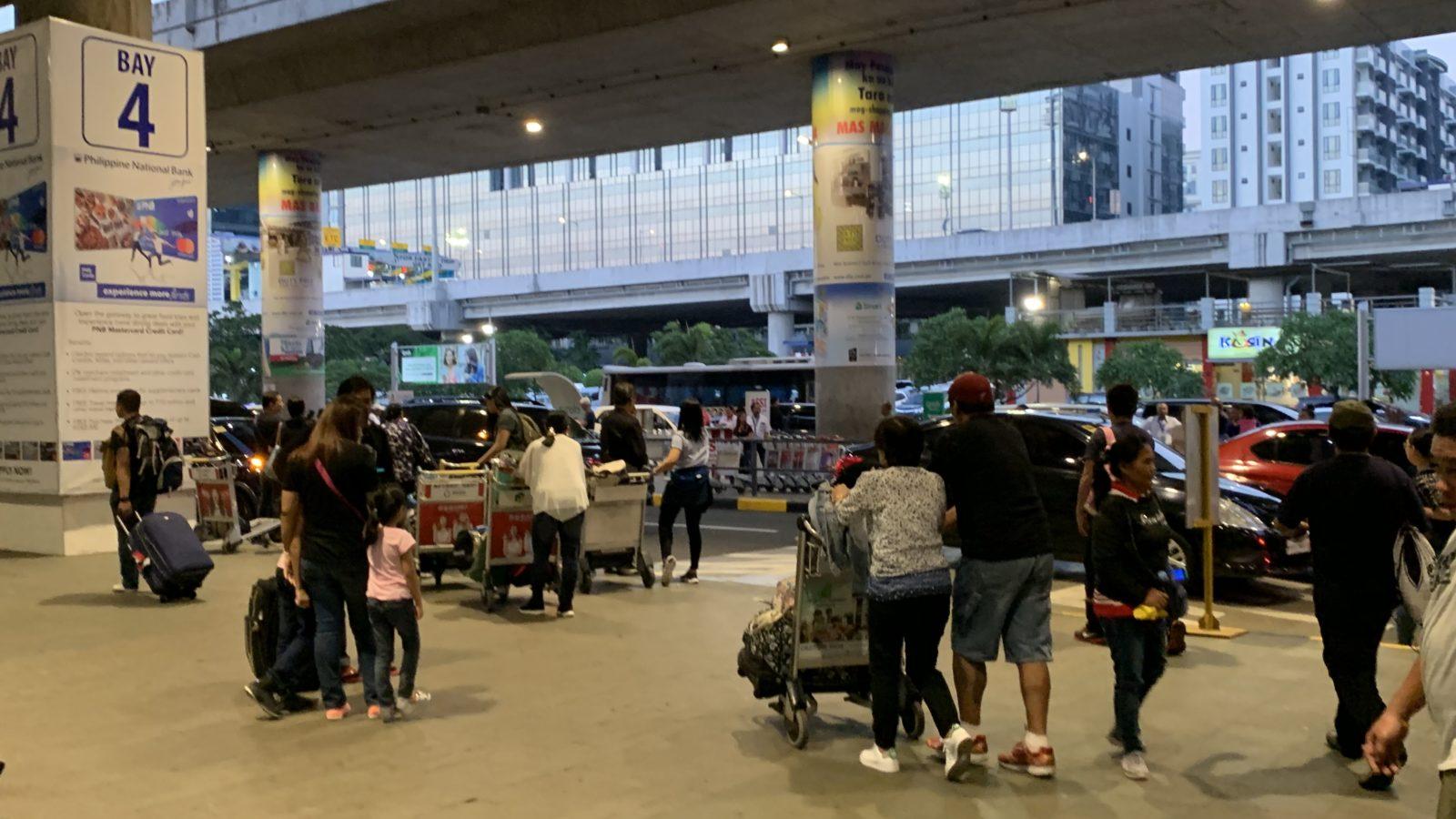 フィリピン-マニラ国際空港の外