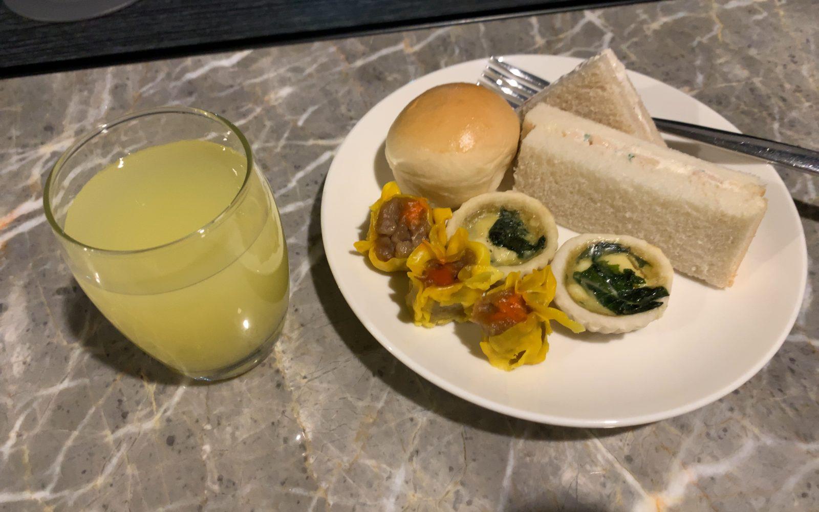 マニラ空港PAGSSラウンジでの食事2