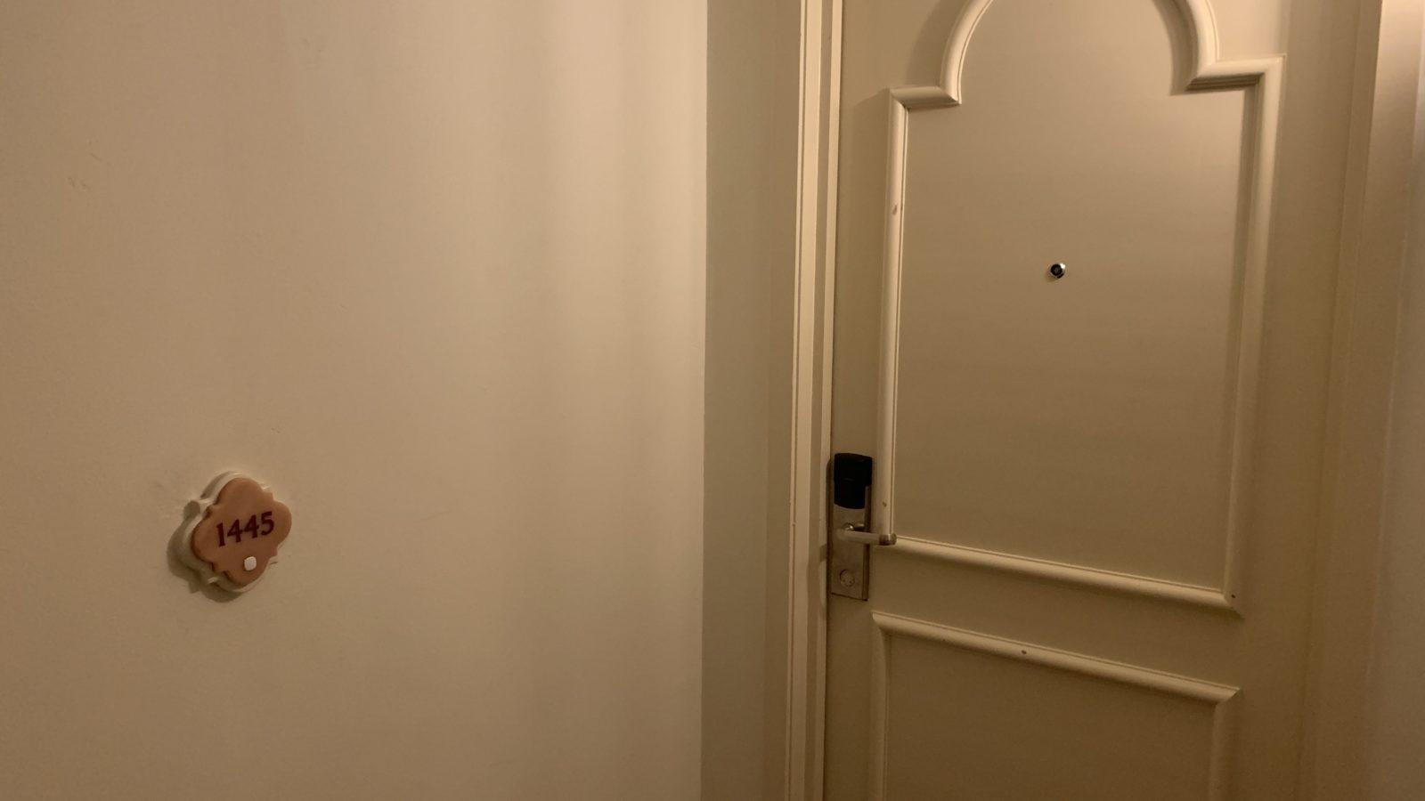 イスタナホテルのドア